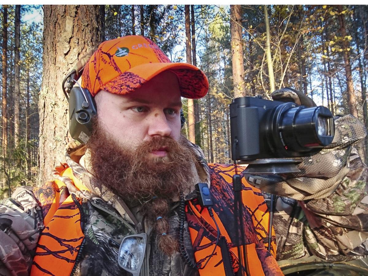 Matti Hämäläinen viihtyy  luonnon helmassa kameran kanssa.