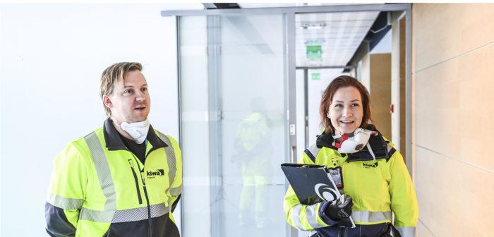Ville Ruotsalainen ja Aino Taitto tutkivat kenttäkohteita usein yhdessä.