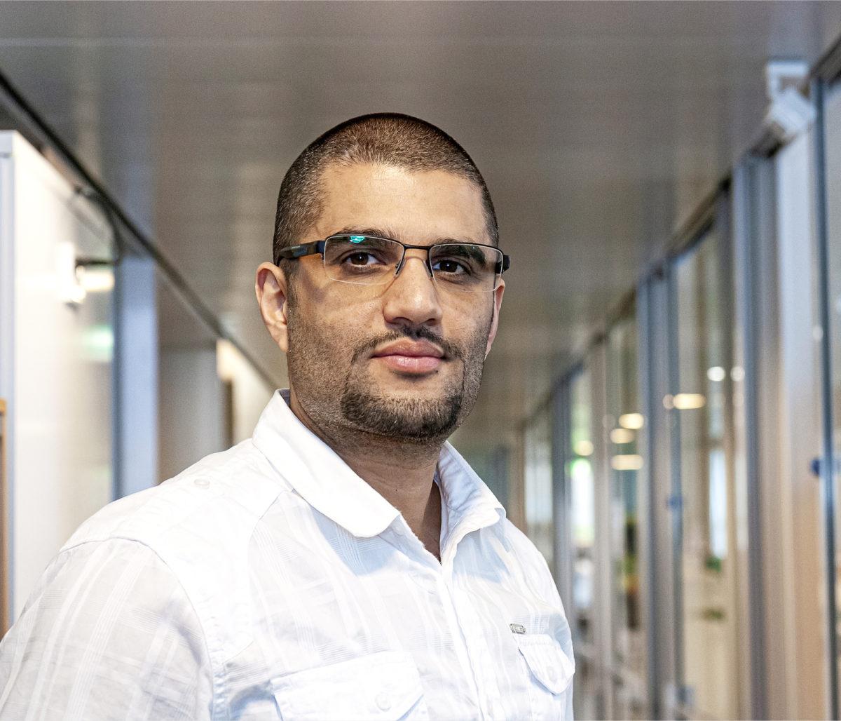 Hassan Raad ehtii harvoin omalle toimistolle.