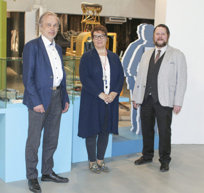 Pekka Pellinen (vas.), Marjo Mikkola ja Tommi Grönholm.