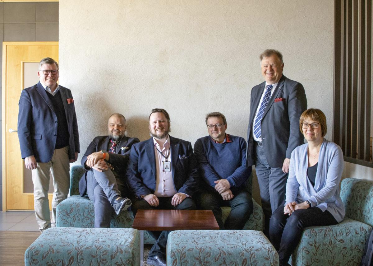 Yhdistyksen perustamiskokoukseen kokoontuivat Jari Jokinen (vas.), Petteri Oksa, Tommi Grönholm, Joel Salminen, Kenneth Jönsson ja Britta Sunde.