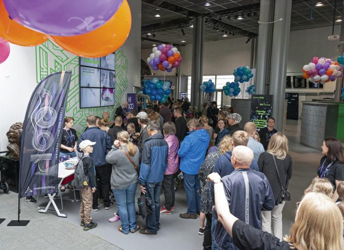Perhepäivä Vantaan tiedekeskus Heurekassa avasi monelle  kesälomakauden.