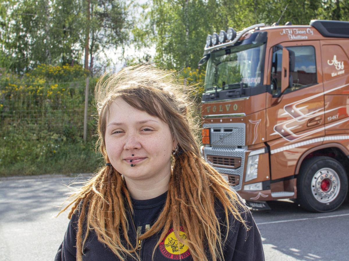 Tulevaisuudessa Jenni Auraskari toivoo työskentelevänsä nuorten keskuudessa.