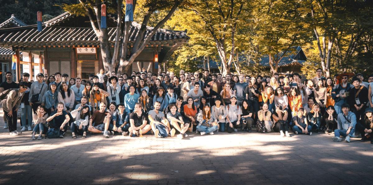 Vaihto-opiskelijat vierailivat perinnekylässä.