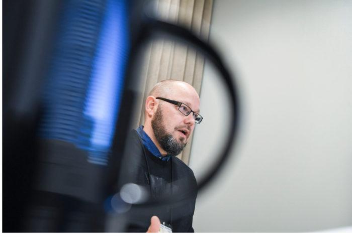 Timo Siitoin kehittää muun muassa läpivalaisuun liittyviä tietojärjestelmiä.