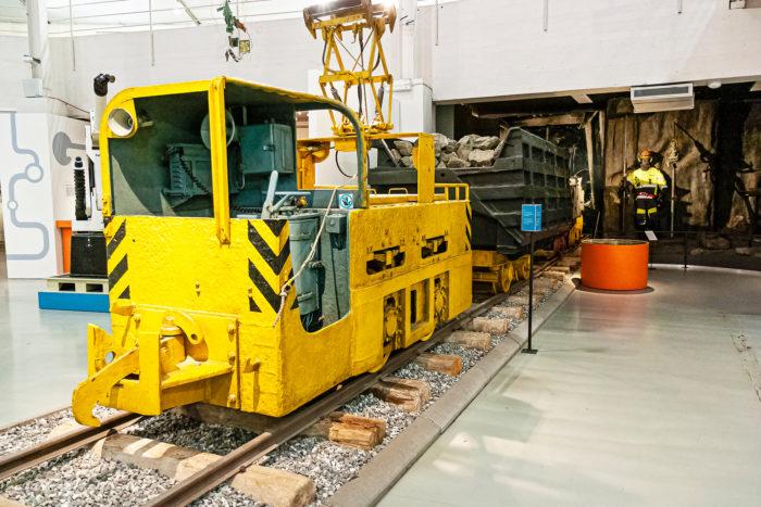 Kaivosteollisuus kehitti junan maan alle.