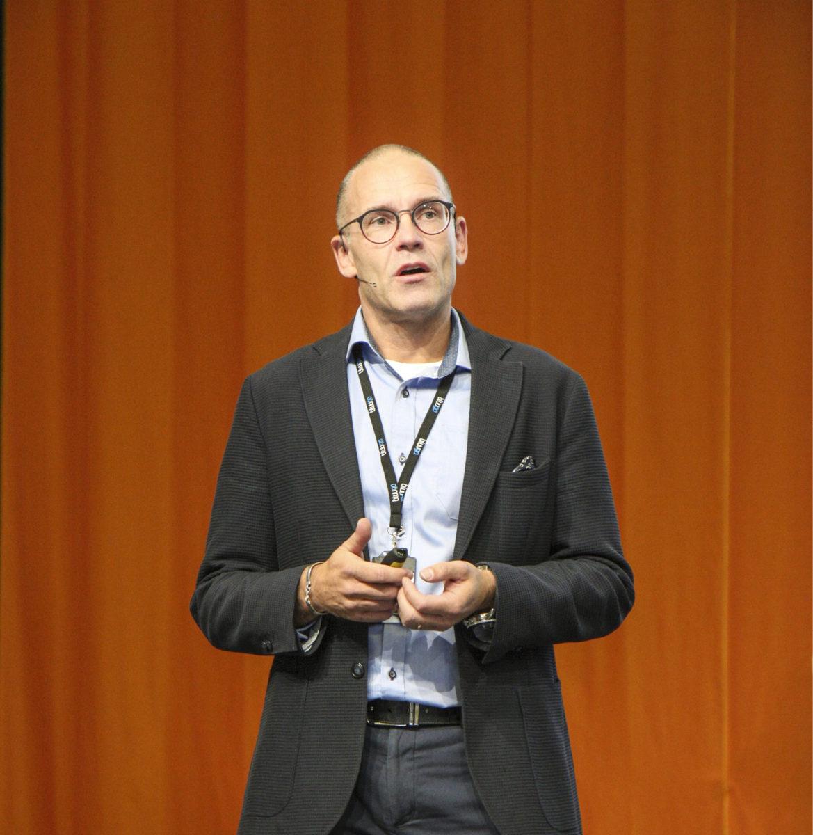 Rami Juhela esitteli Bluugoa teknologiamessuilla.
