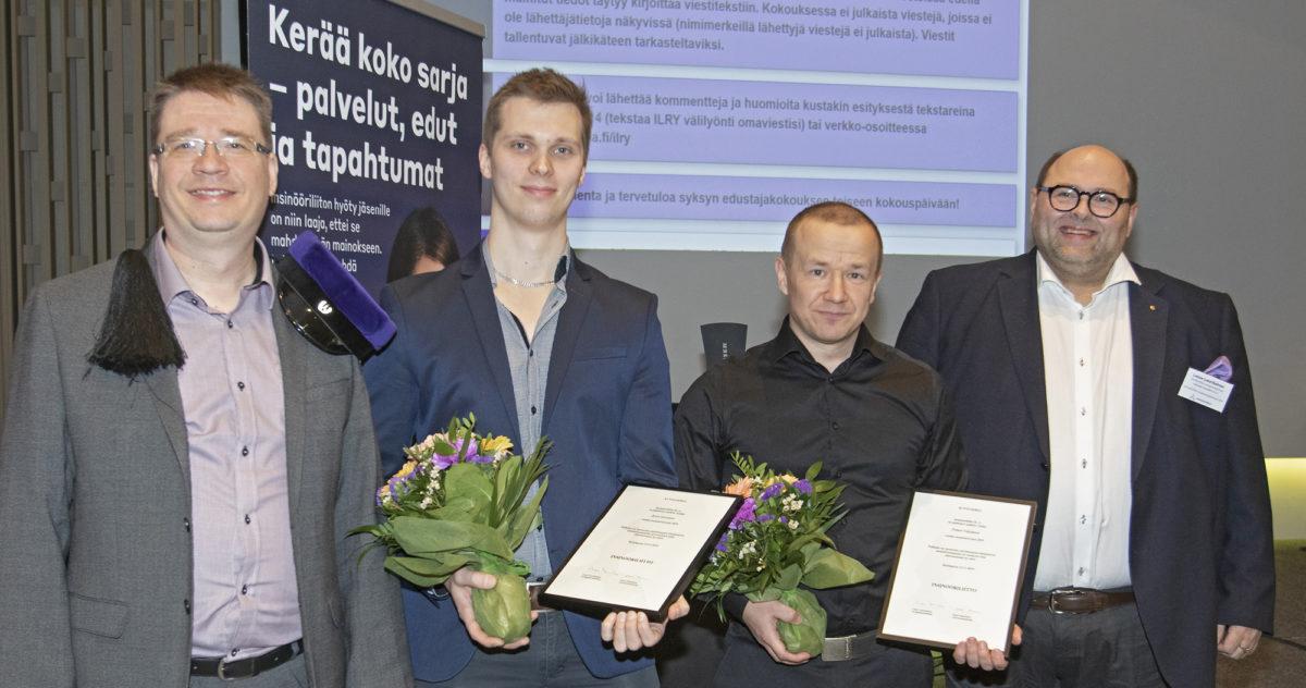 Jesse Lavonen (toinen vas.) ja Petteri Väisänen saivat onnitteluja Samu Salolta  ja Lasse Laurikaiselta.