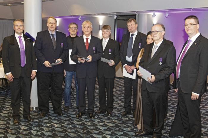 Juhlavuonna on ollut paljon palkittavia ja niihin liittyviä juhlallisuuksia. Insinööriliiton kultaisia kunniamerkkejä jaettiin edustajakokouksen yhteydessä.