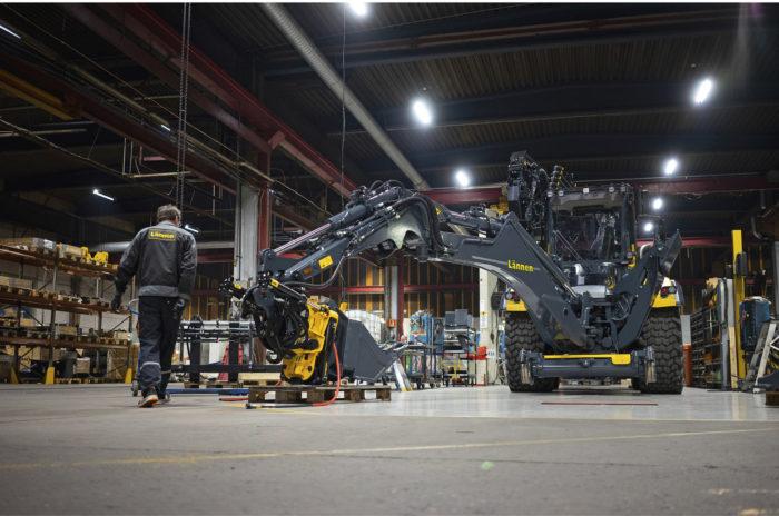 Tuotekehitysinsinööri Ilkka Sahan mukaan Lännen Tractorsin koneista halutaan tehdä entistä vähäpäästöisempiä.