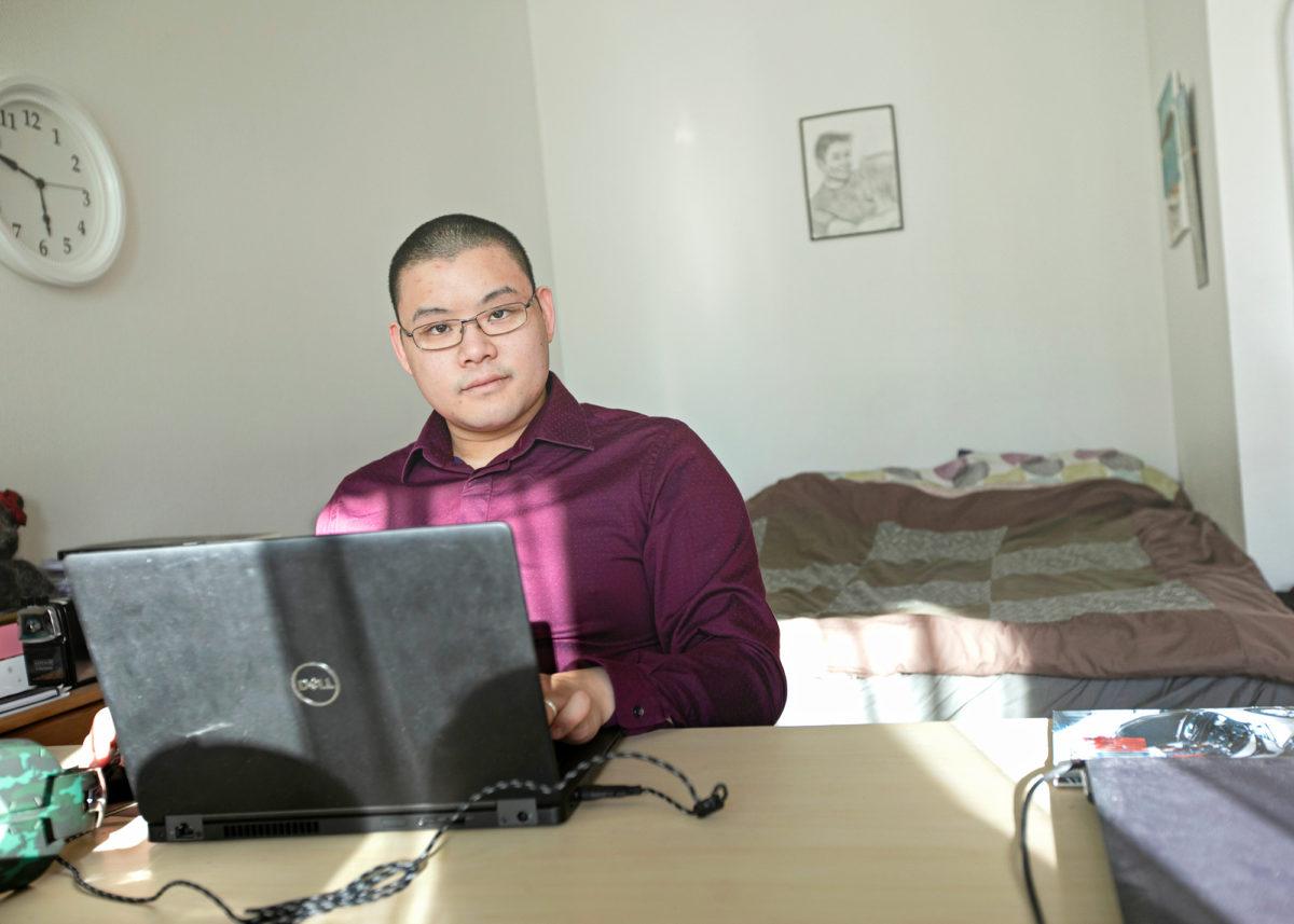Jacky Fong työskentelee kotona etänä kuten niin moni muukin.