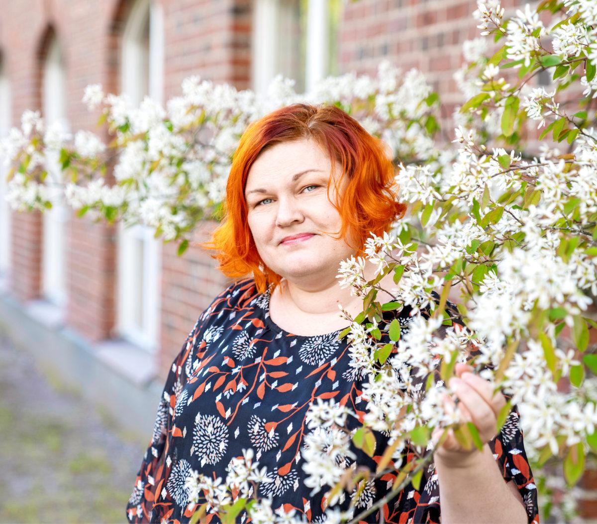 Katja Poudan mukaan kiinnostavilta vaikuttavissa, avoimiksi ilmoitetuissa työtehtävissä vaaditaan usein ylempää korkeakoulututkintoa. Sen tähden hän suuntaa jatko-opintoihin.