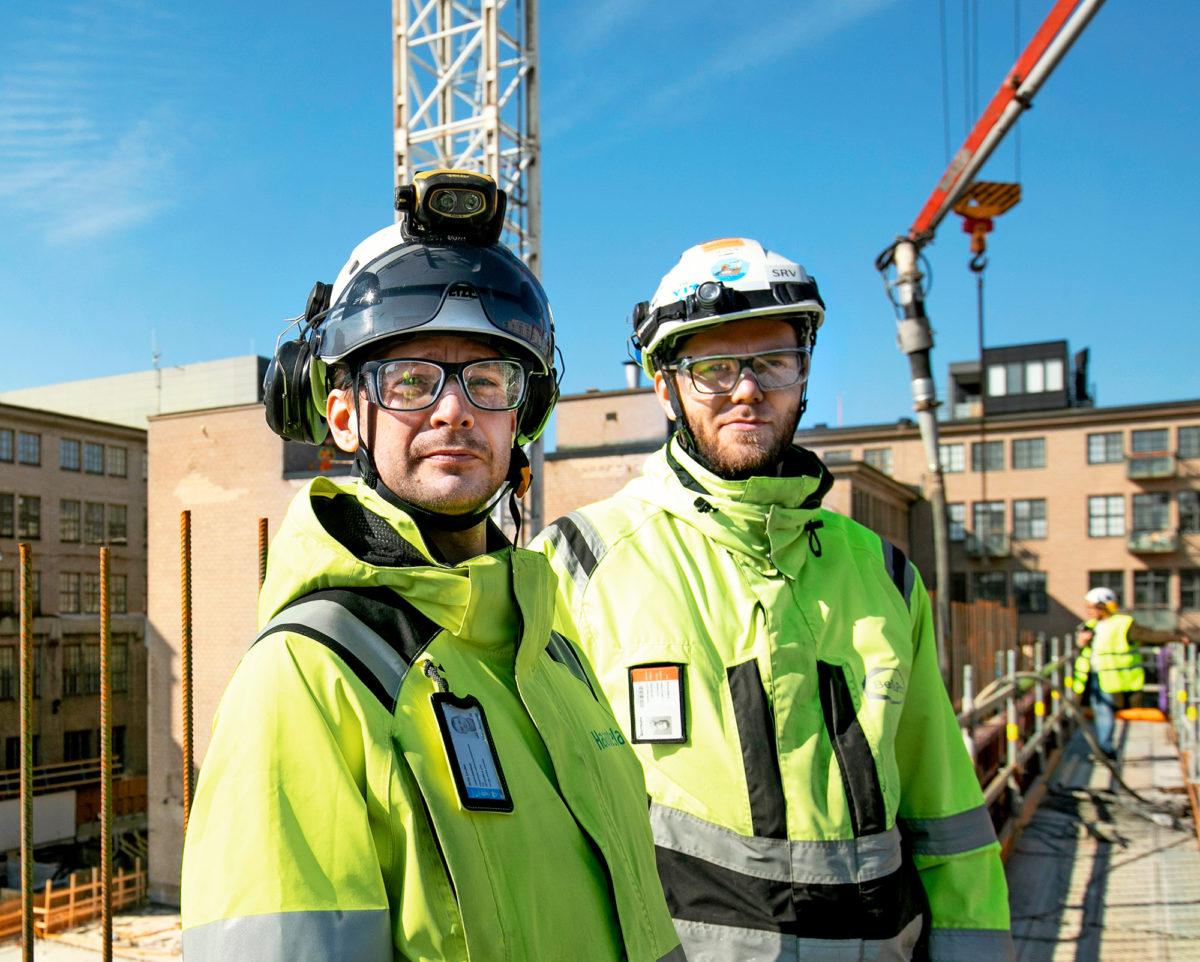 Arto Loukon (oik.) työmaakavereina on paljon ulkomaalaistaustaisia. Virosta muuttanut rakennusinsinööri Kristo Käärd on töissä yhdellä urakoitsijafirmoista.