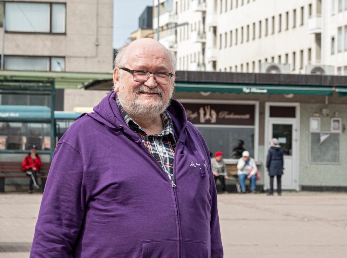 """Insinööriliiton """"Mies ja ääni"""", kenttäpäällikkö Timo Ruoko, jättää työt nuoremmilleen."""