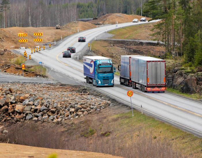 Särkämäisessä vanha linja on katkaistu, ja liikenne kulkee kiertoreittiä.