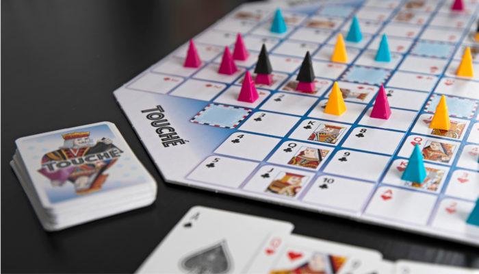 Touché yhdistää  kortti- ja lautapelin.