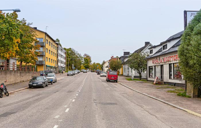 Helsingintiellä toimii paljon pieniä yrityksiä.