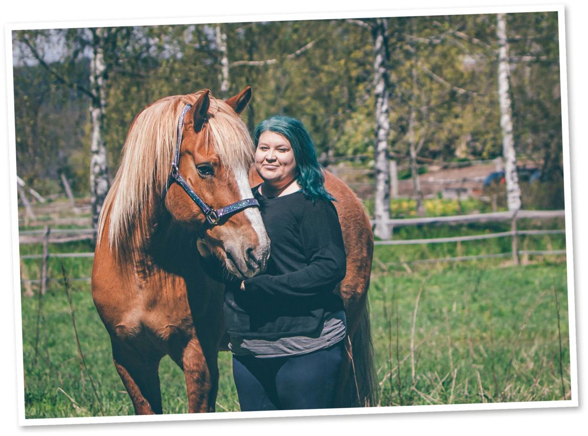 Emilia Kokko pitää Sirkku-suomenhevosesta,  joka on älykäs ja  oppii nopeasti uutta.