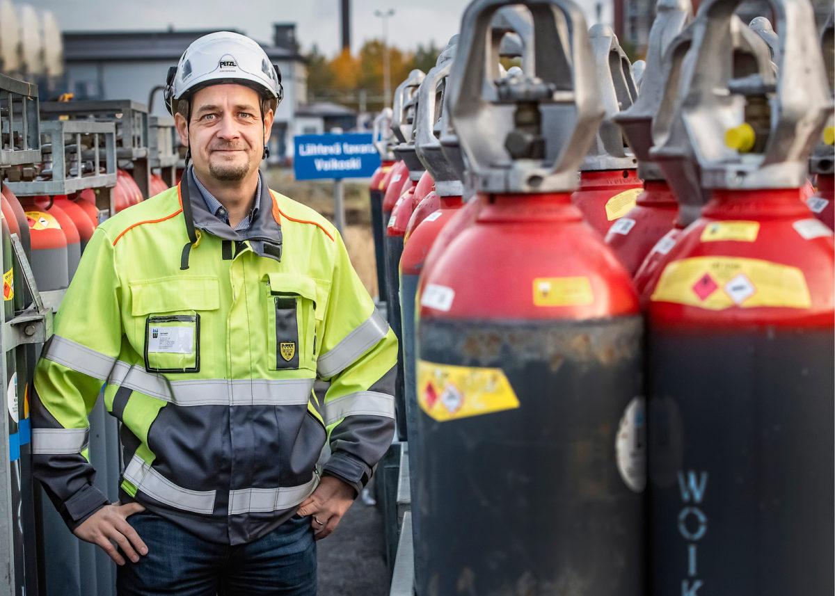 Joni Nygård kehittää vetytehtaan prosesseja tehokkaammiksi.