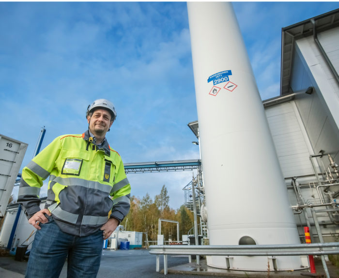 Joni Nygårdin työmaa on täynnä kaasusäiliöitä.