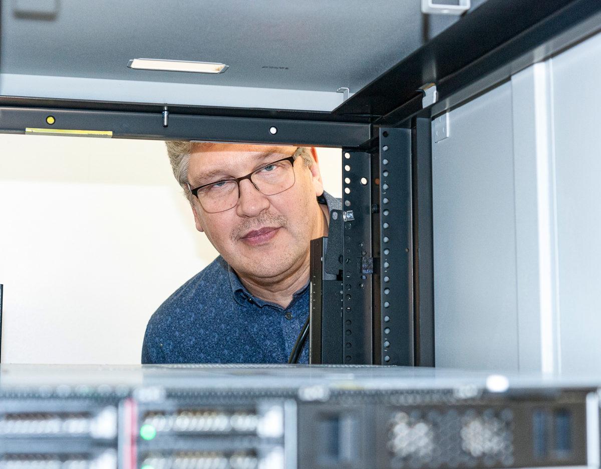 Tietohallintopäällikkö Kari Malinen vastaa Insinööriliiton tietoturvasta yhdessä tiiminsä kanssa.