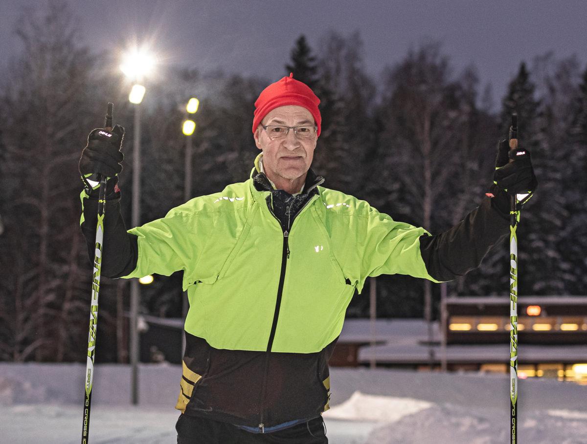 Hyvillä hiihtokeleillä  Jouko Malinen tulee  töihin Paloheinän kautta. – Olen aamuvirkku etenkin liikunnan osalta, hän sanoo.