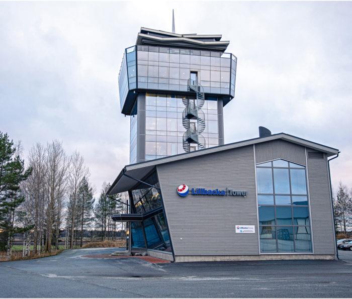Lillbacka-konsernia ohjaillaan lennonjohtotornia muistuttavasta rakennuksesta.