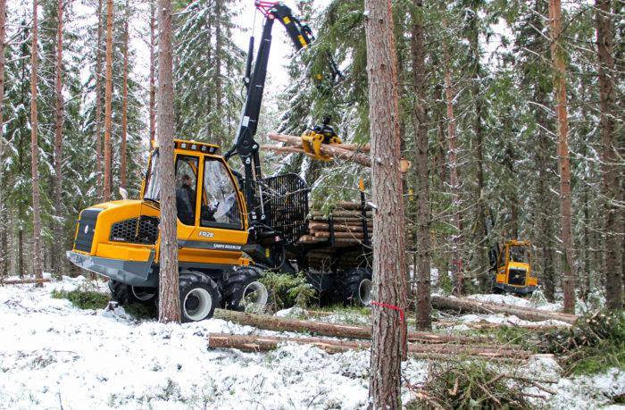 Sampo-Rosenlew jatkaa kotimaassa muun muassa metsäkoneiden valmistusta.