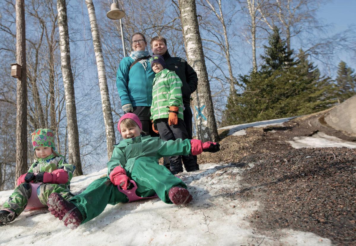 Jauhiaisen perhe viettää vapaa-ajan yhdessä.