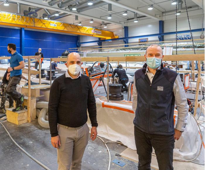 David Medina (vas.) ja Benny Brännbacka kehittävät veneiden ominaisuuksia.