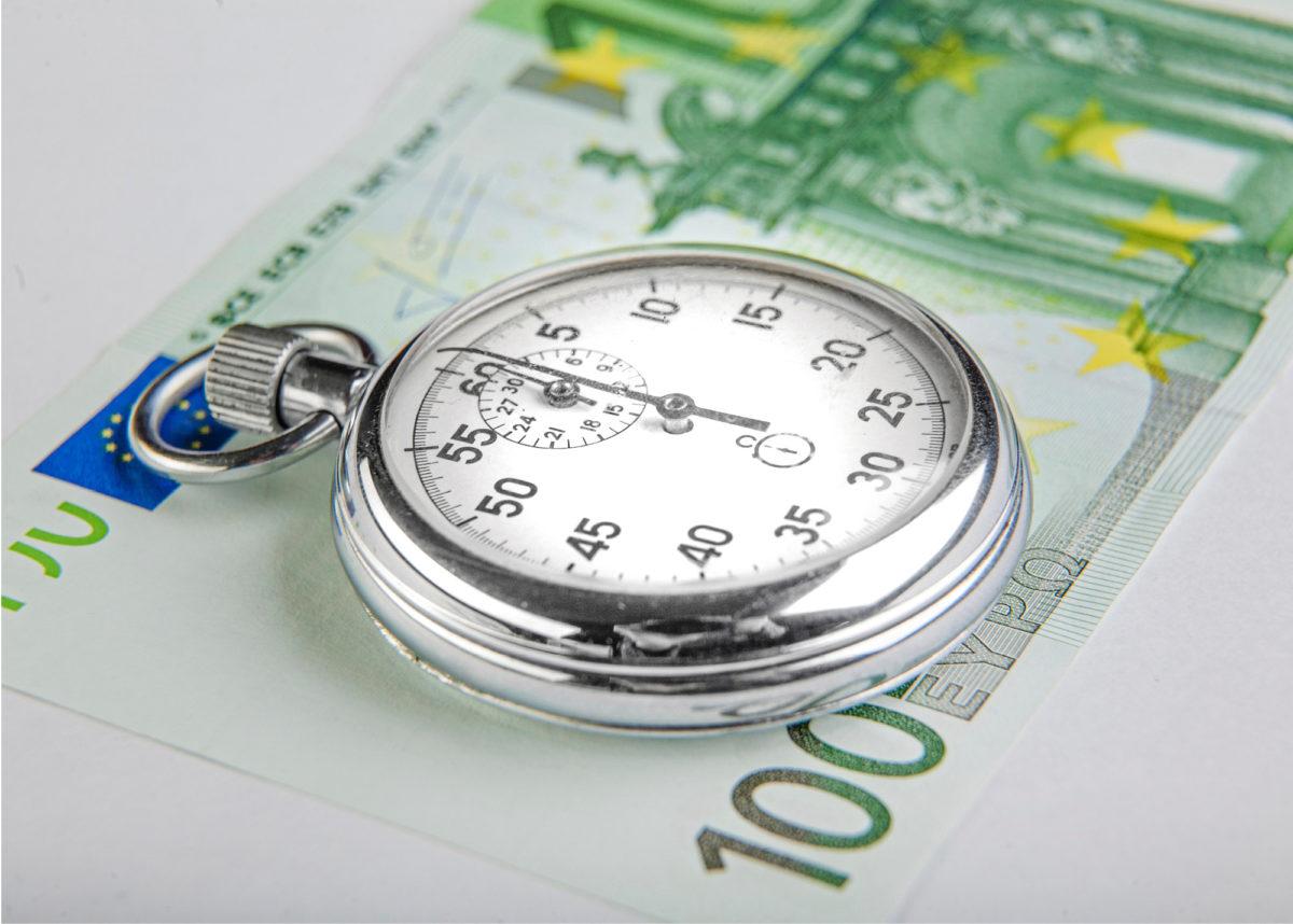 Ylempien toimhenkilöiden keskiarvopalkka oli viime vuonna noin 4 900 euroa ja keskimääräinen työaika lähes 40 tuntia viikossa.