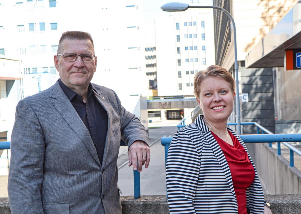 Johanna Torvela ja Panu Pankakari osallistuivat kokoukseen Insinööriliiton toimistolla.