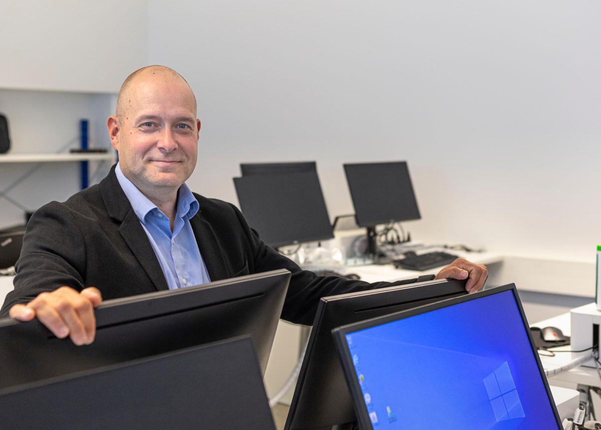 Hans Kanerva pidentää Saint-Gobainin tietokoneiden käyttöikää.