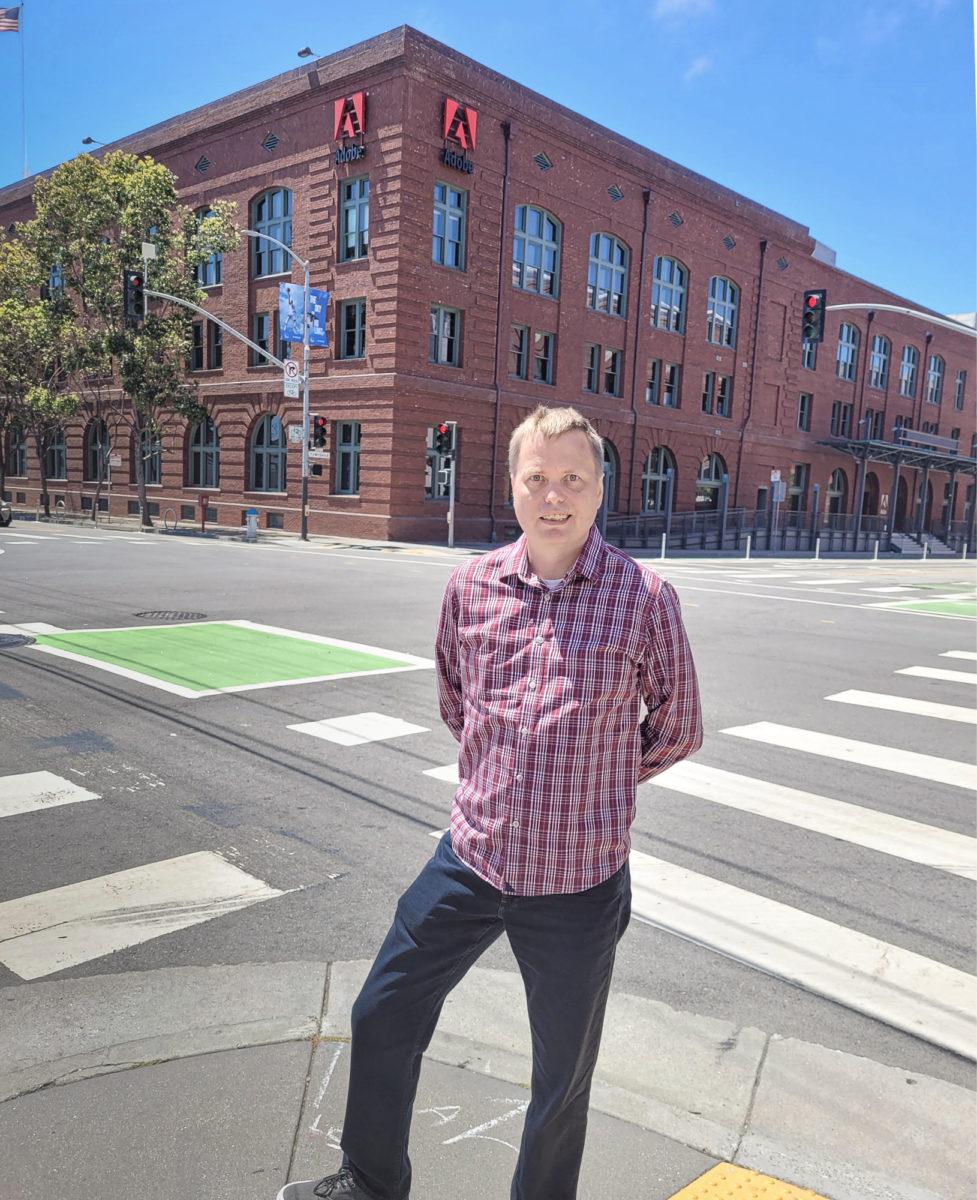 Marko Pellikka kävelee mieluiten Adoben pääkonttorille, vaikka hänellä on auto.