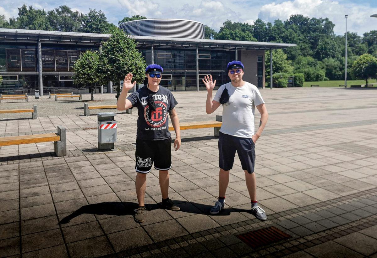 Joona Gren ja Jesse Latva ovat Schmalkaldenin yliopiston pihalla.